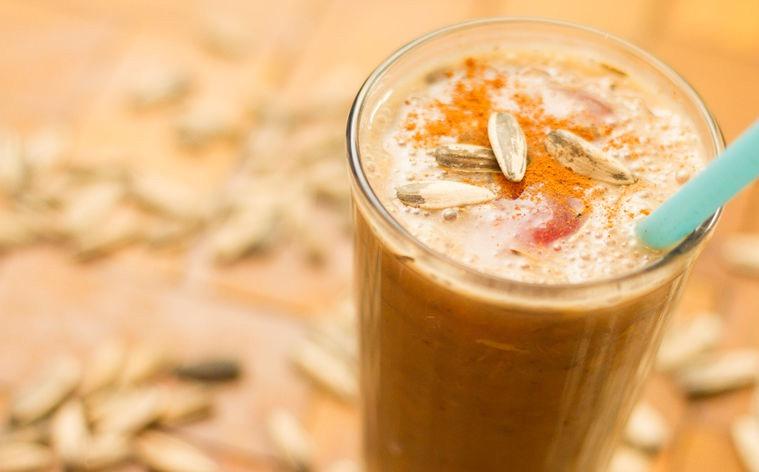 smoothie de pipas de girasol, batido de pipas de girasol, batido de pipas, leche de  pipas de girasol, ayurveda, recetas ayurveda, recetas vegetarianas, recetas veganas
